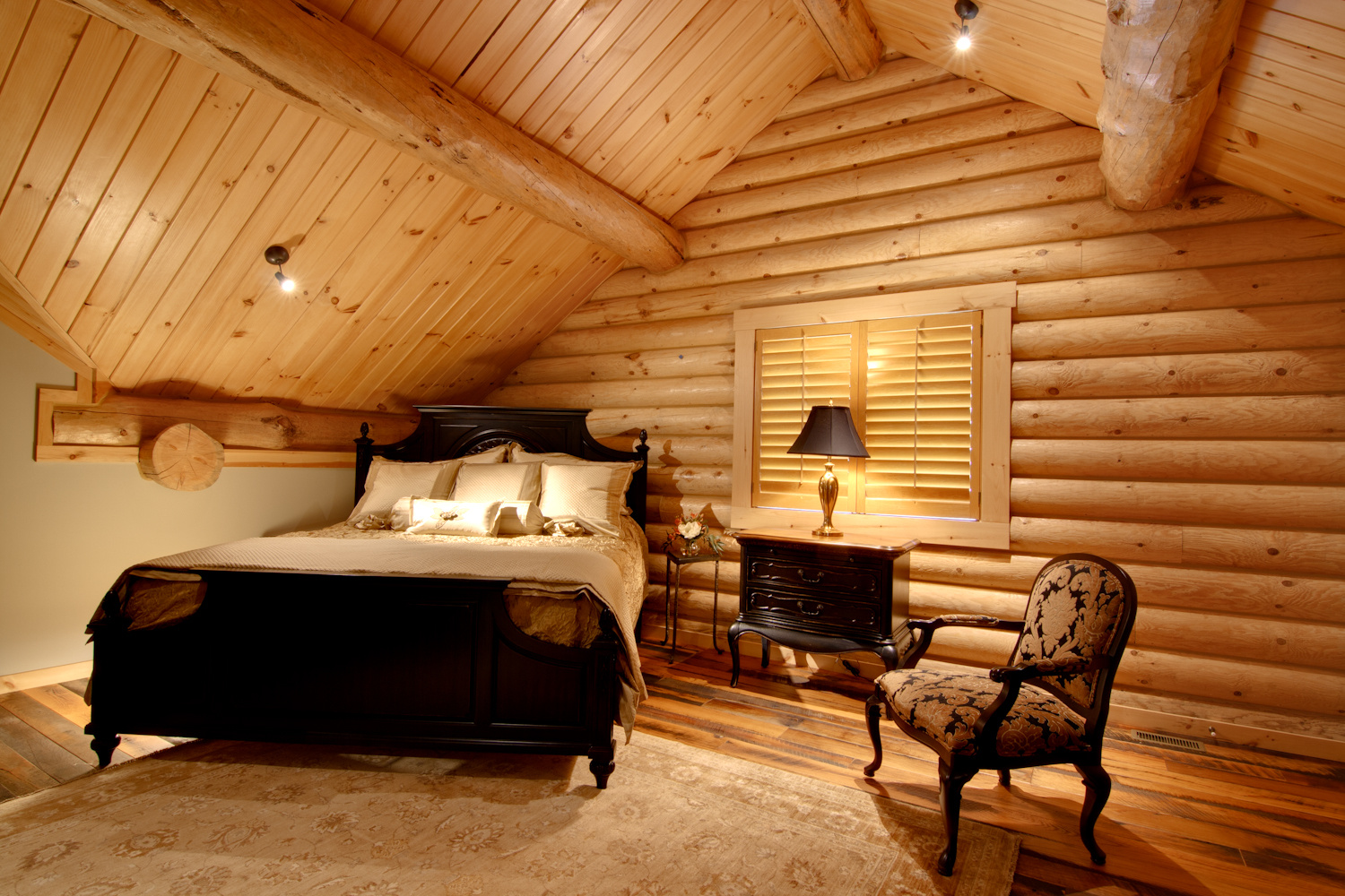 Log home interiors high peaks log homes for Home interior